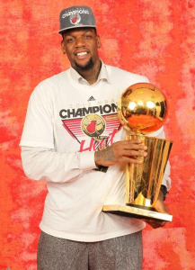 Eddy Curry with Larry O'Brien Trophy
