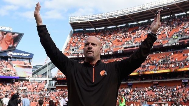 Pettine Hands Up